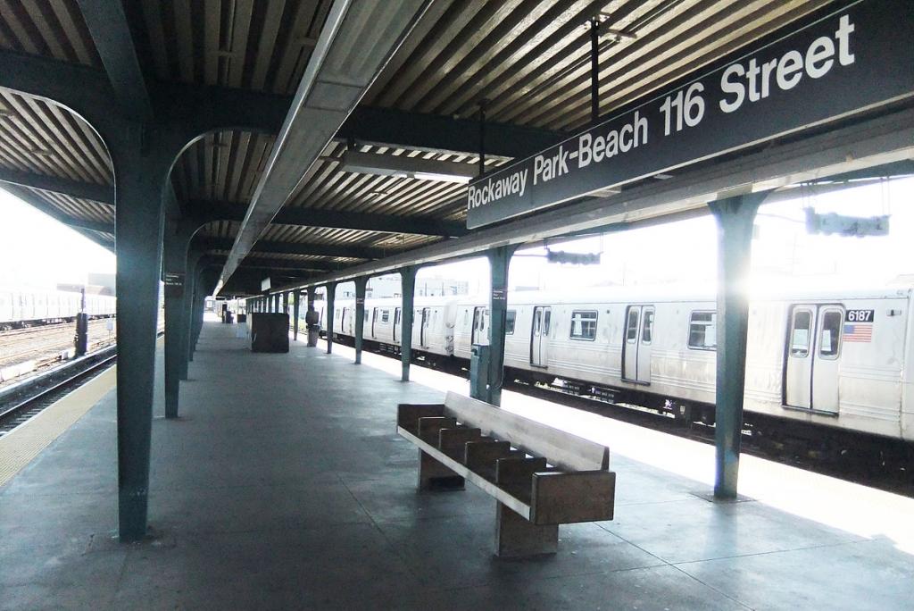 1200px-Rockaway_Pk_-_B_116th_St_platform